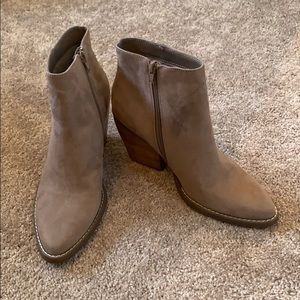 Madden Girl Klicck Ankle Boot Taupe Sz 8.5